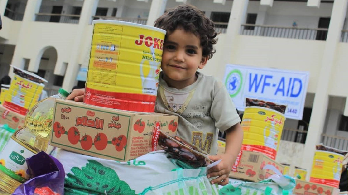 Yemen child smiling after received aid